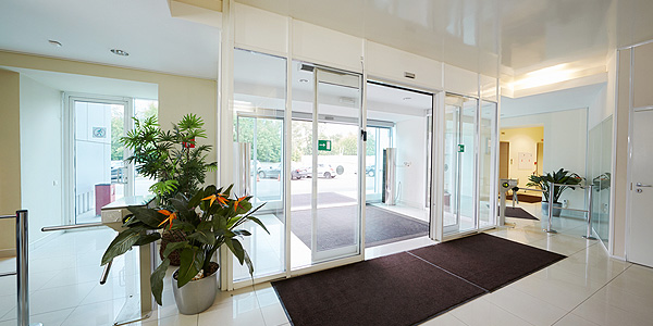 glass automatic door