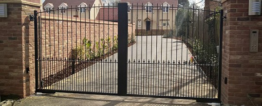 Automatic Gates in Essex | Wooden Automated Gates | Gate repairs in Essex | Automated Gates Essex