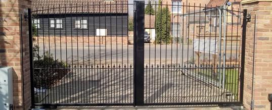 Electric Gate Repairs in Hertfordshire | Electric Gate Servicing Hertfordshire | Gate installation Hertfordshire